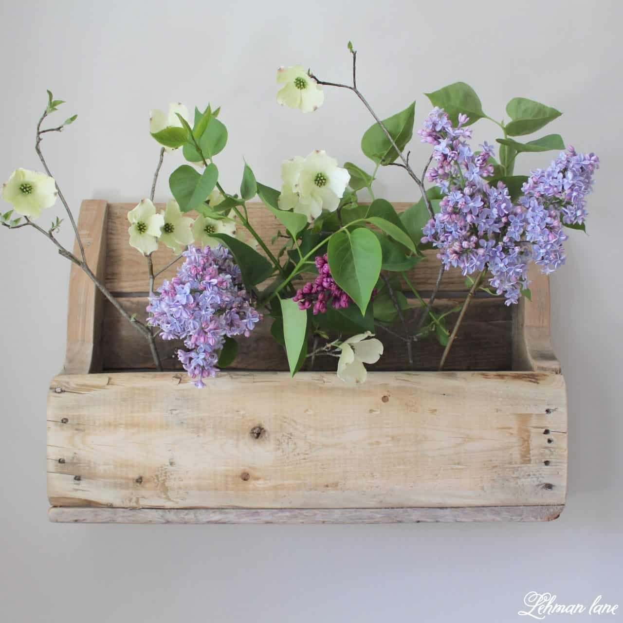 Diy wooden pallet shelf for flowers