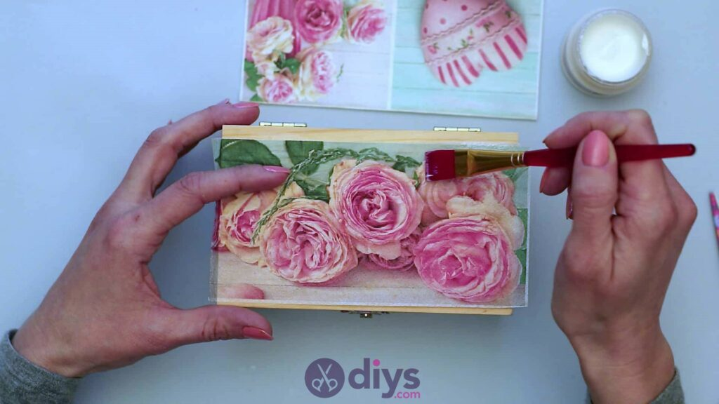 Decoupage wooden jewelry box step 3d