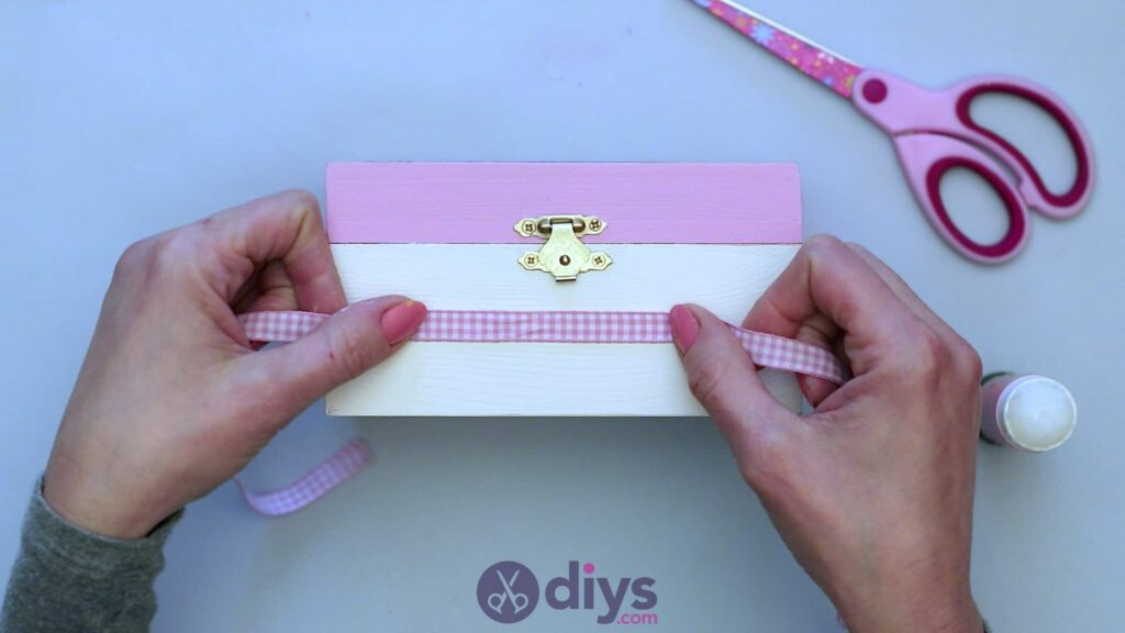 Decoupage wooden jewelry box step 6a