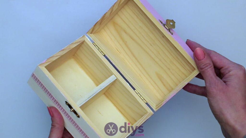 Decoupage wooden jewelry box step 6i