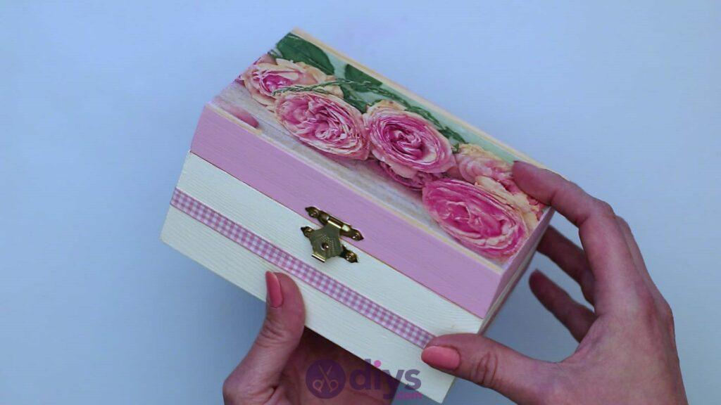 Decoupage wooden jewelry box step 6j