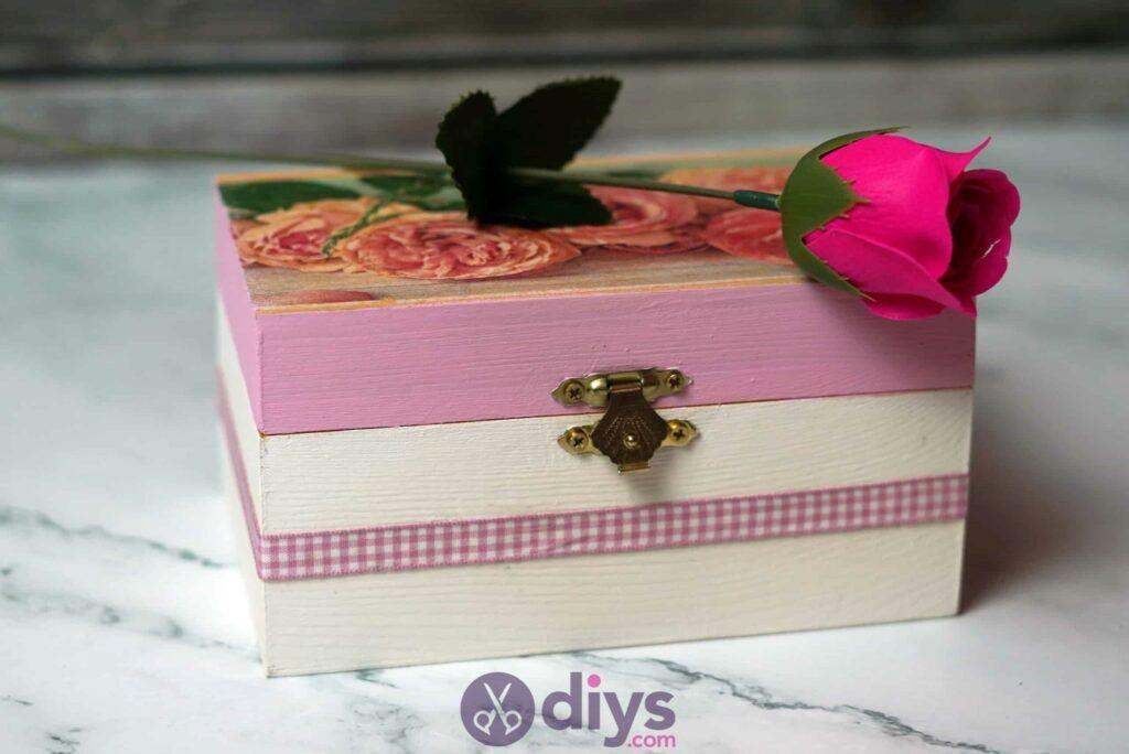 Decoupage wooden jewelry box step 6l