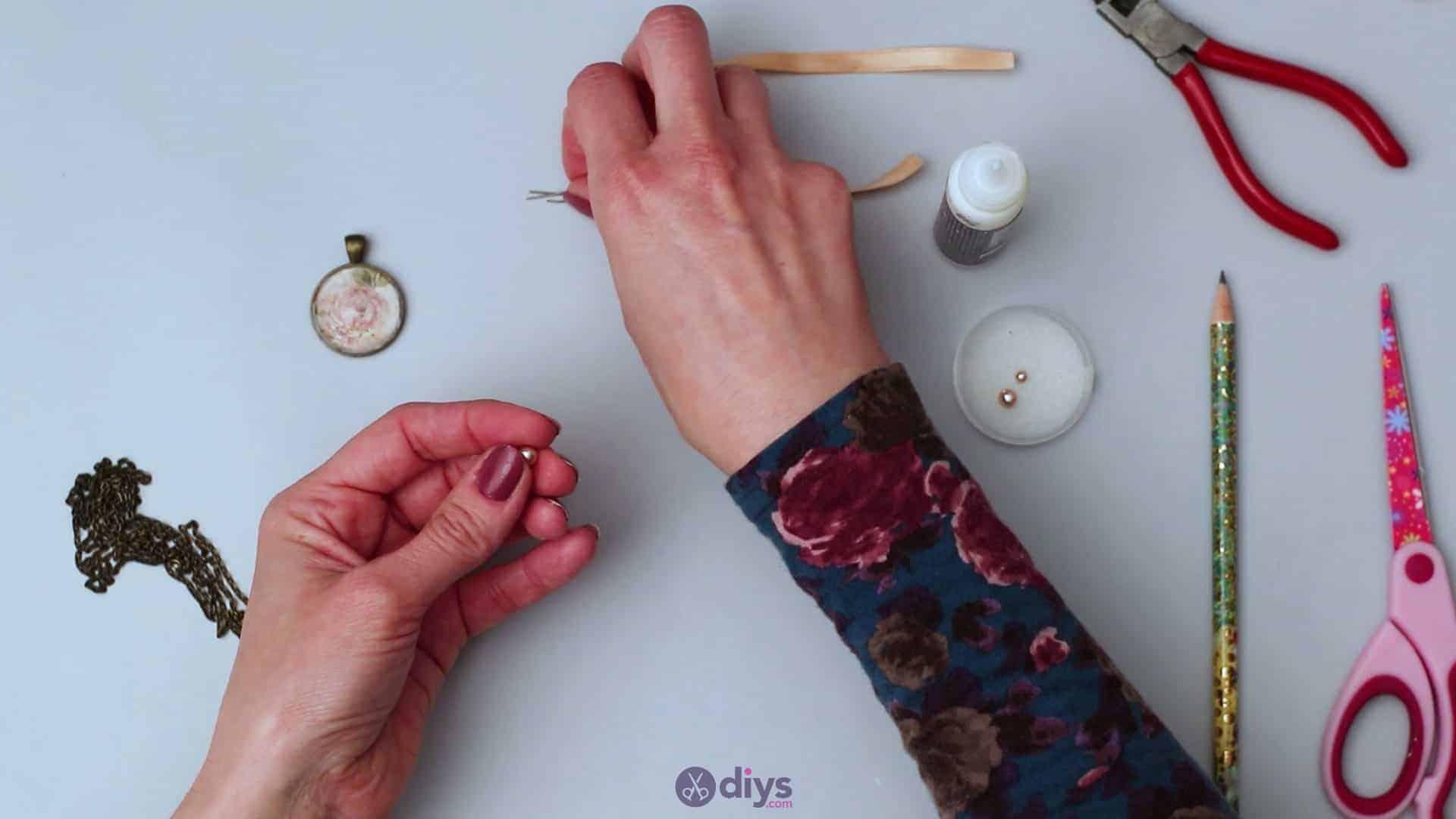 Glass lens necklace step 4