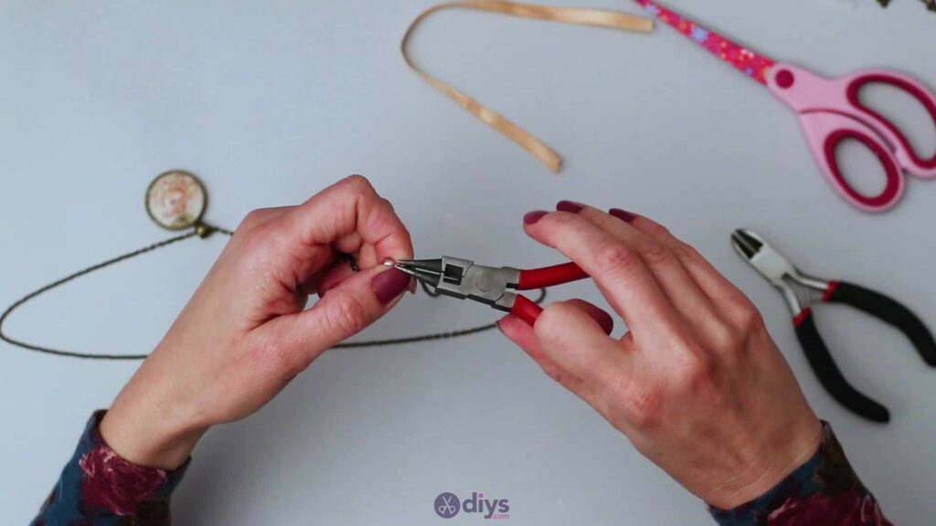 Glass lens necklace step 5l