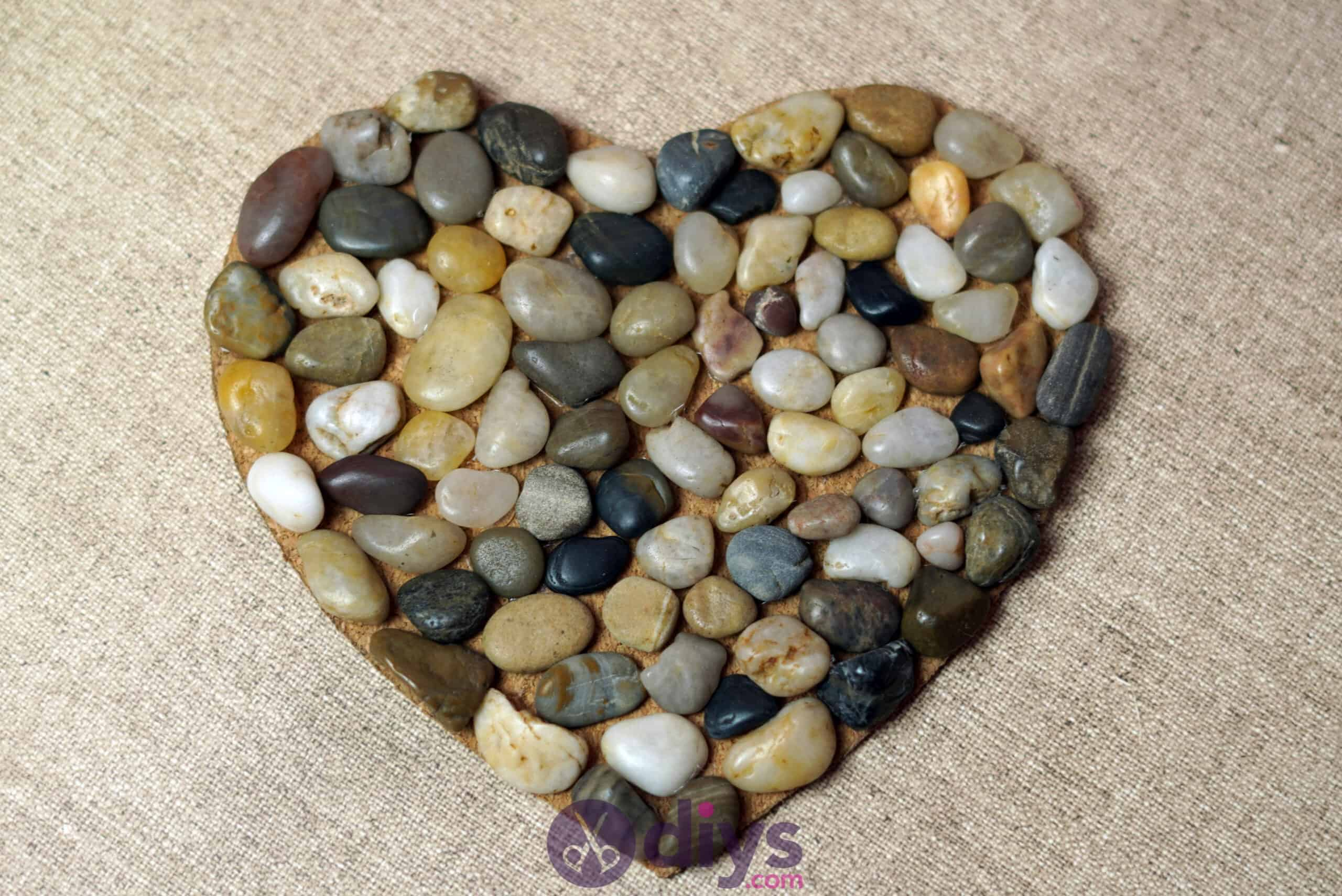 Heart shaped pebble underplate projecy