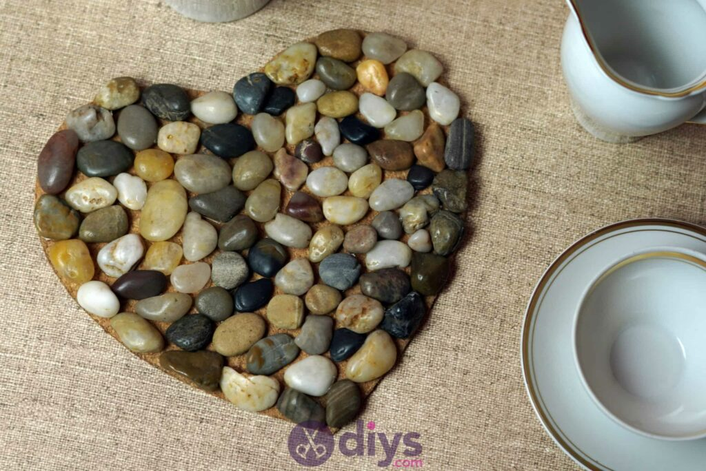 Heart shaped pebble underplate simple