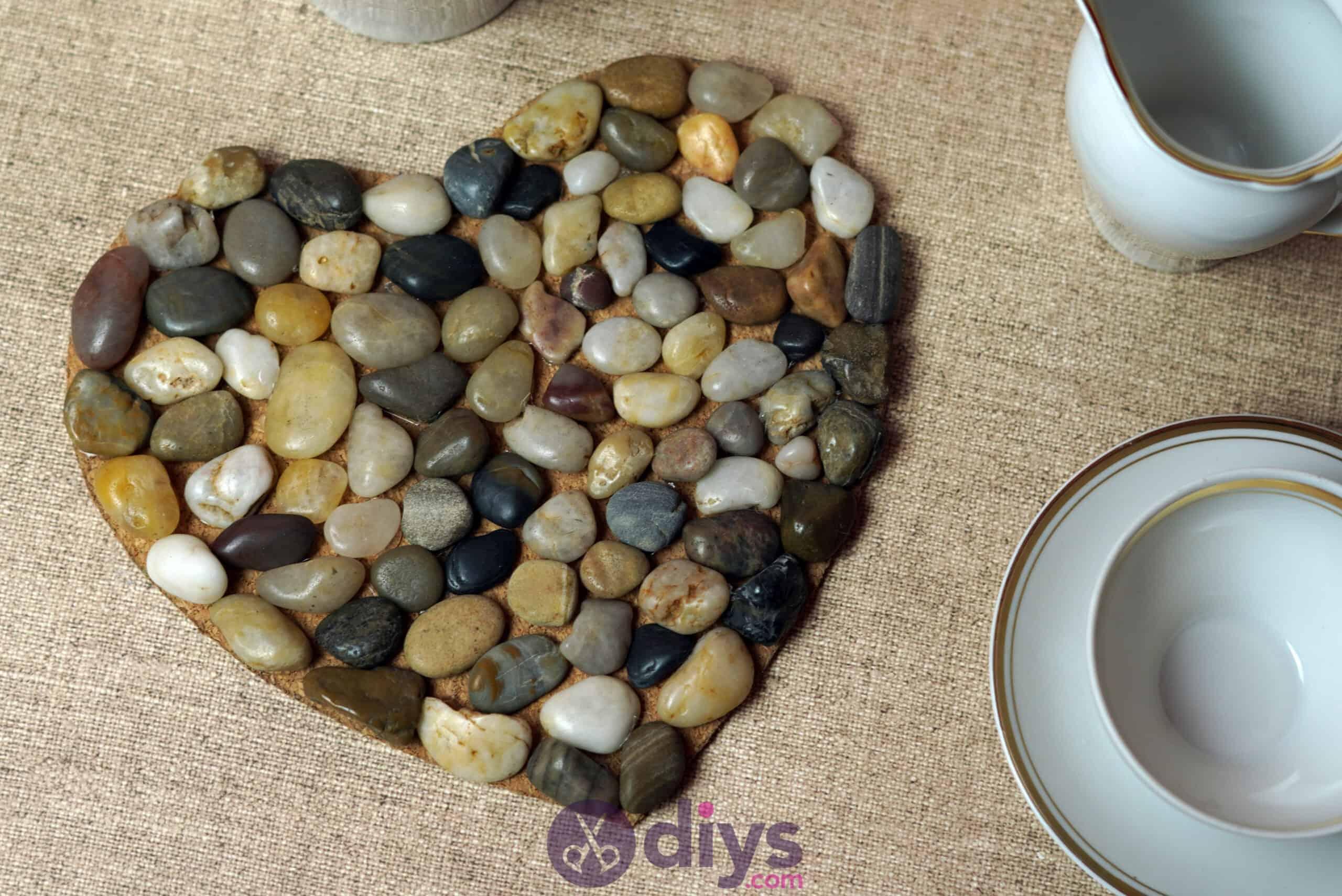 Heart shaped pebble underplate simple
