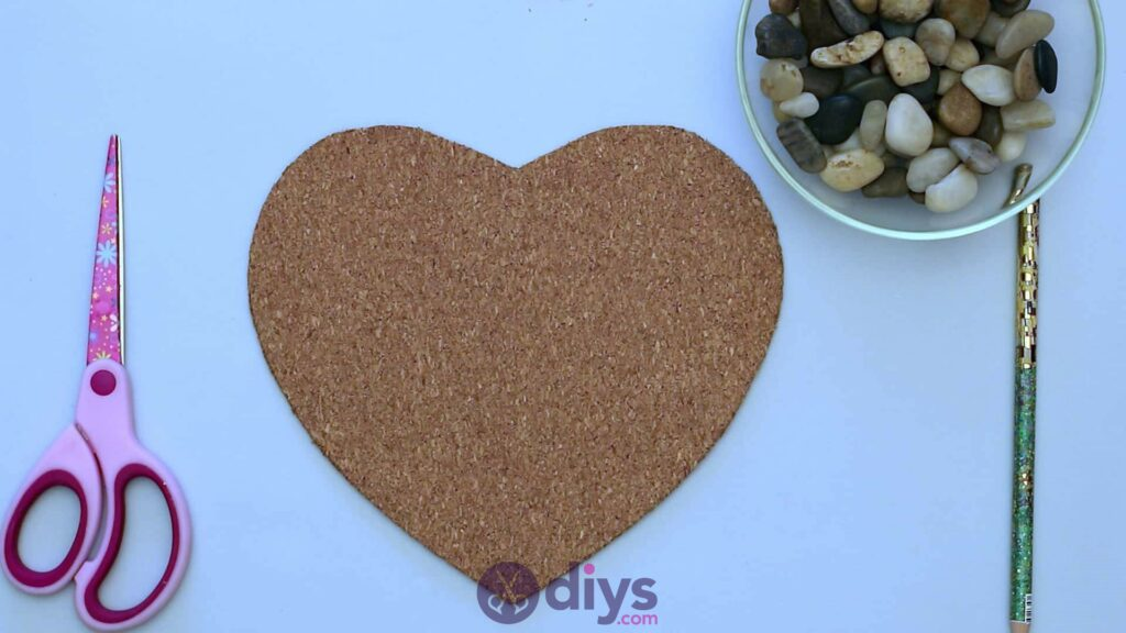 Heart shaped pebble underplate step 2b