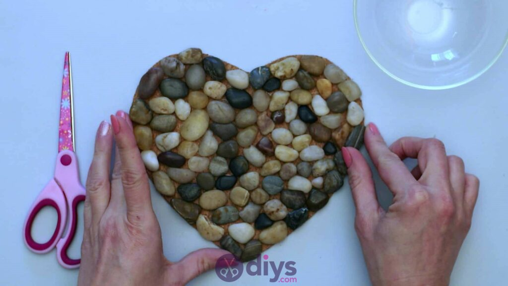 Heart shaped pebble underplate step 3 fisnihes