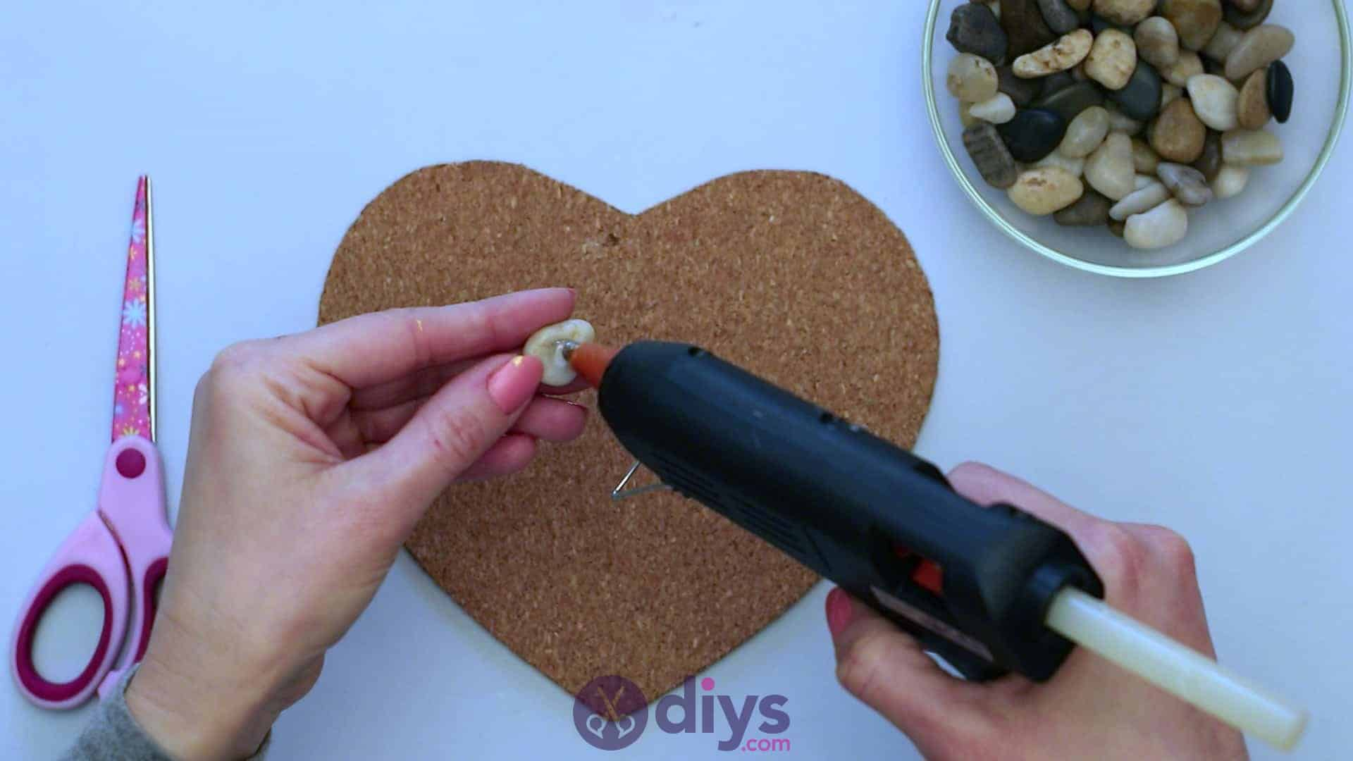 Heart shaped pebble underplate step 3