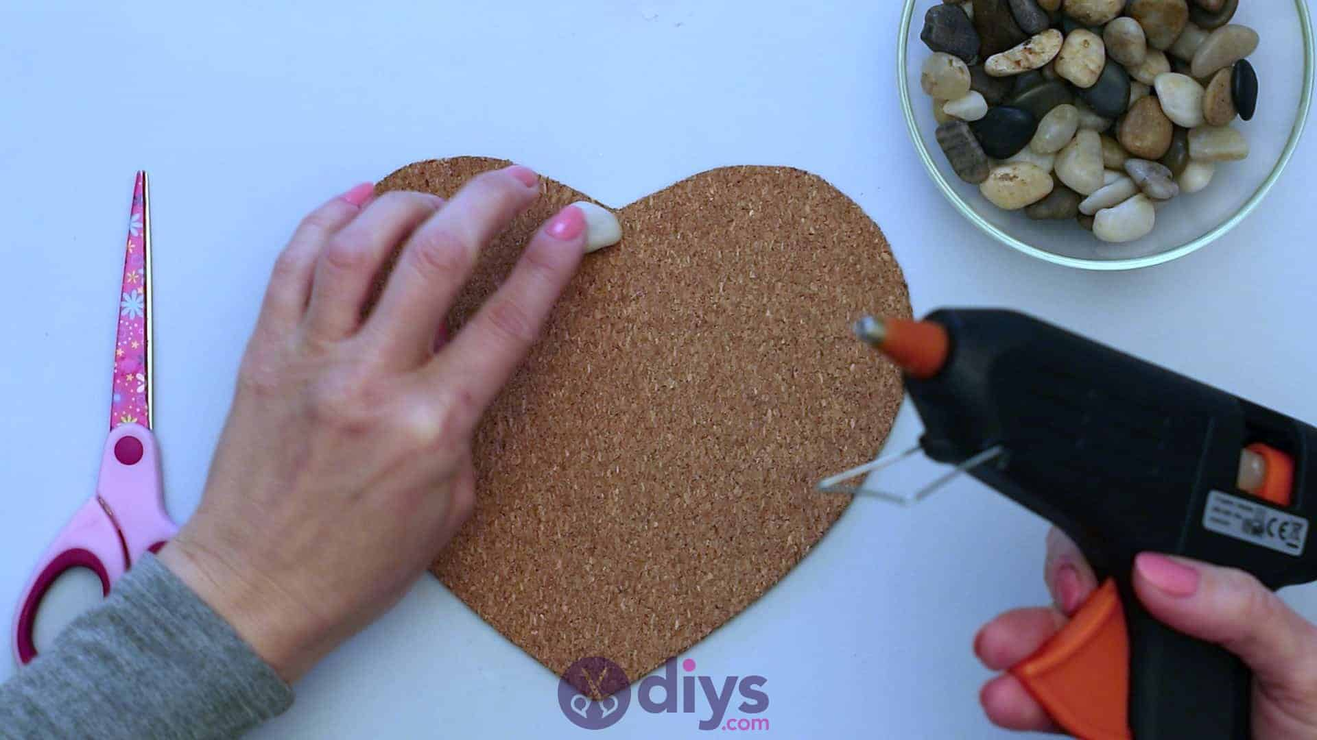 Heart shaped pebble underplate step 3a