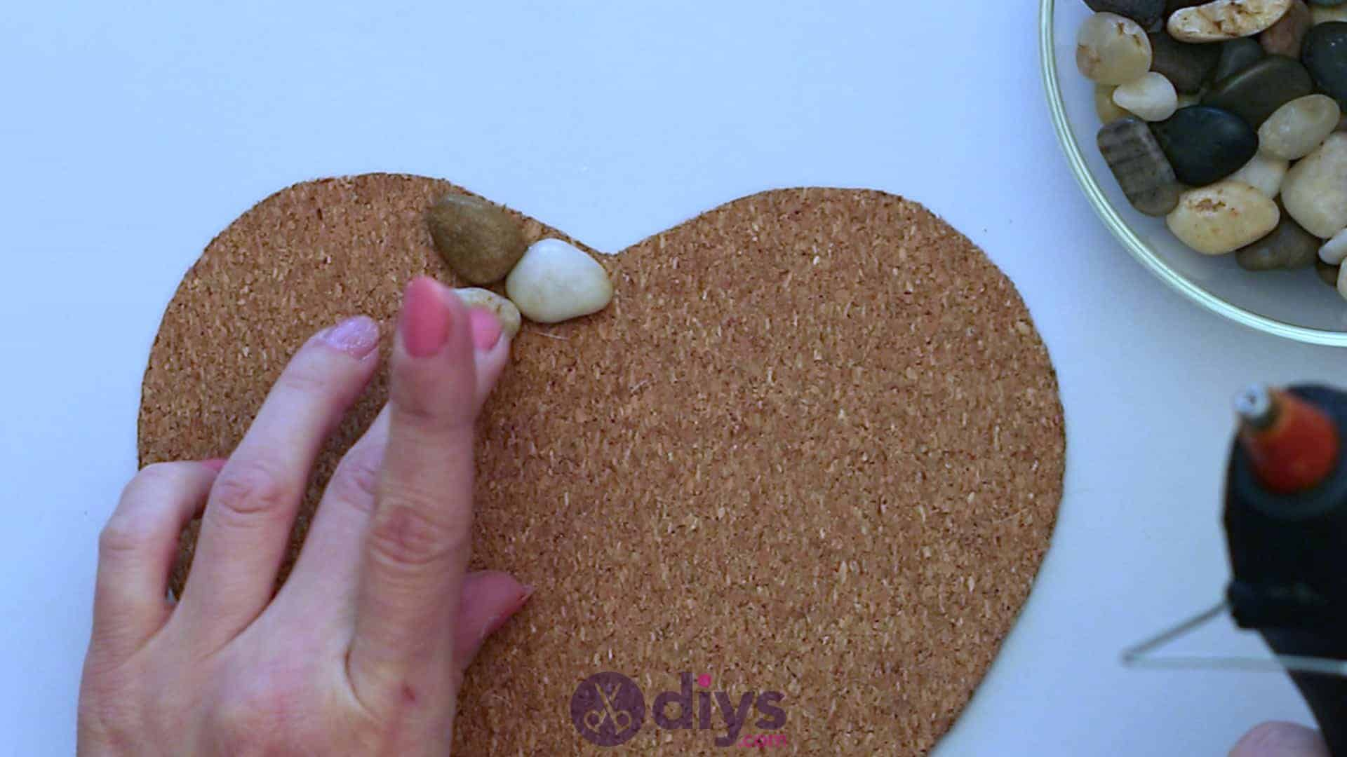 Heart shaped pebble underplate step 3d