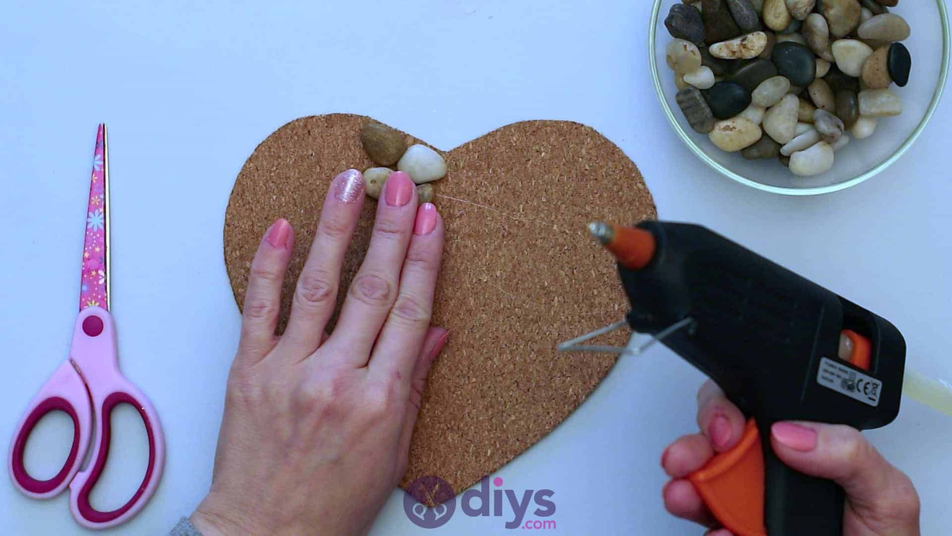 Heart shaped pebble underplate step 3f