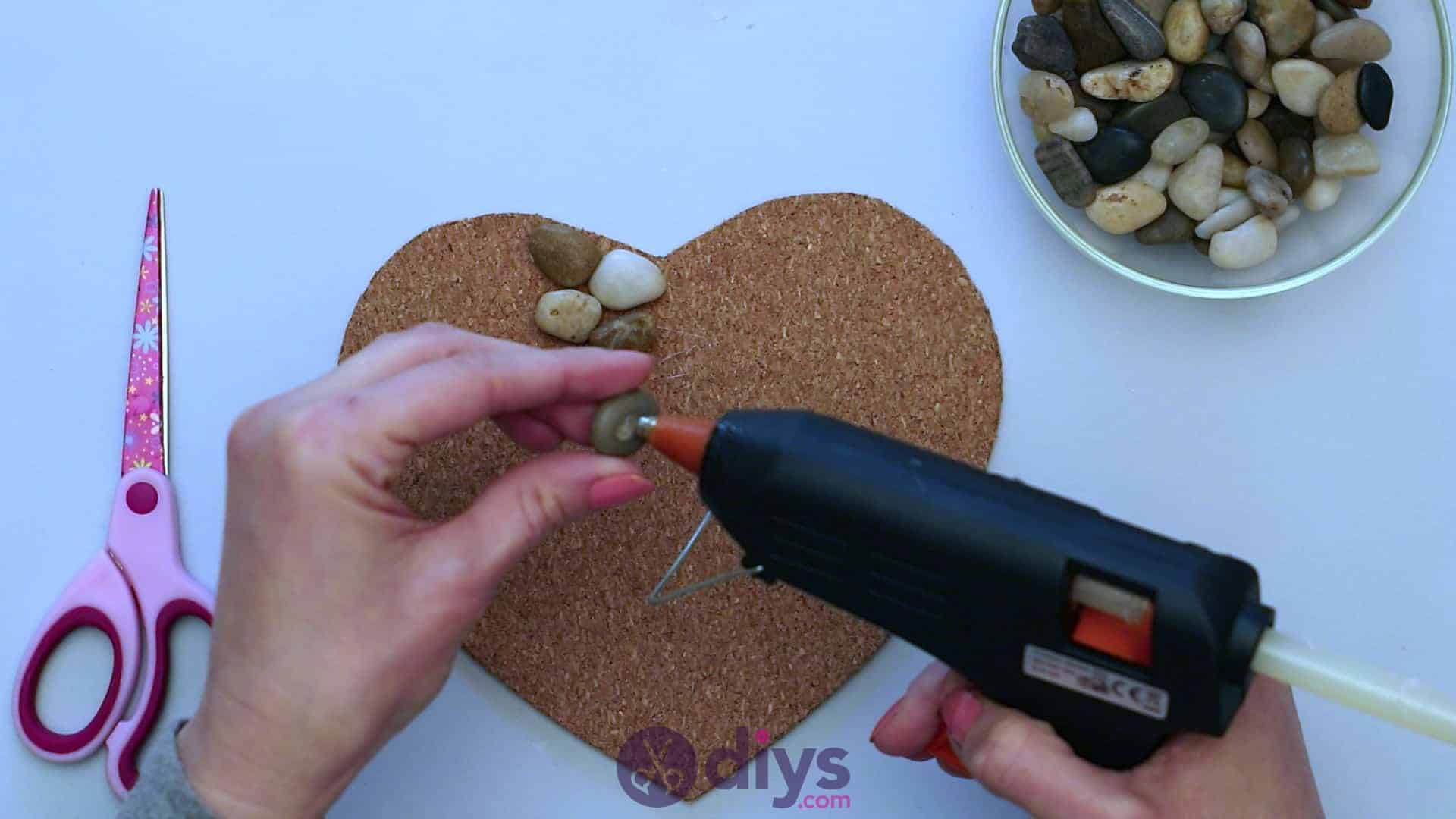Heart shaped pebble underplate step 3g