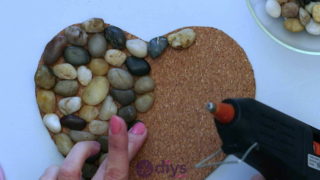 Heart shaped pebble underplate step 3h