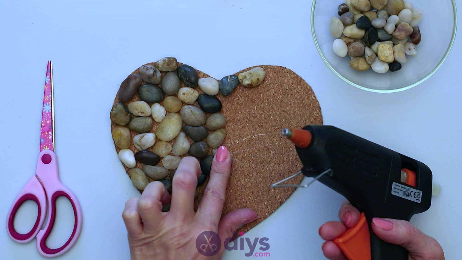 Heart shaped pebble underplate step 3j