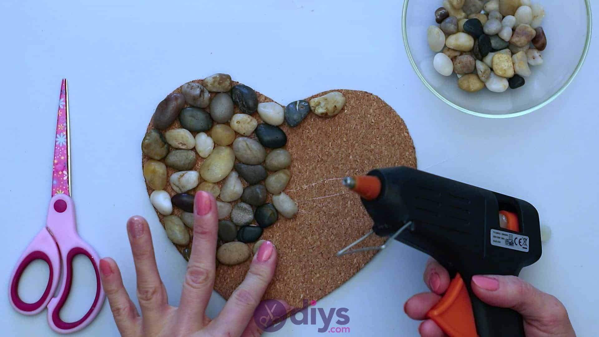 Heart shaped pebble underplate step 3l