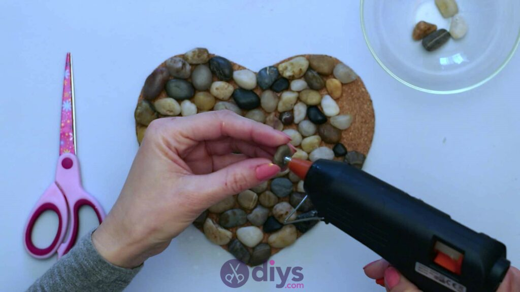 Heart shaped pebble underplate step 3o