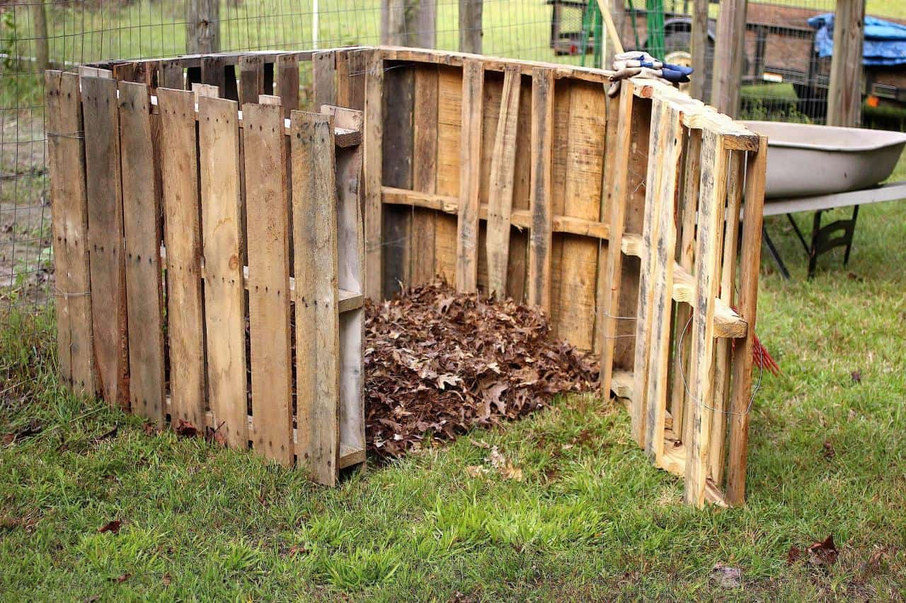 High compost with a gate
