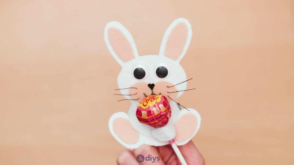Lollipop holder felt bunny step 11