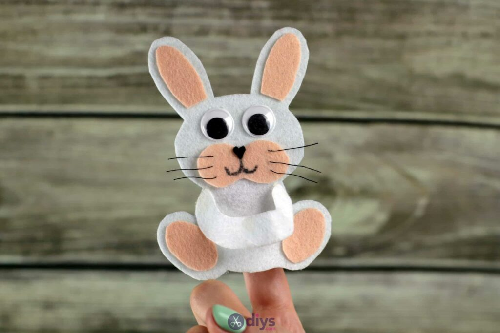 Lollipop holder felt bunny step 11b