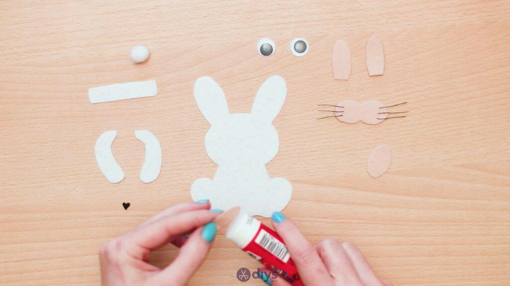 Lollipop holder felt bunny step 7