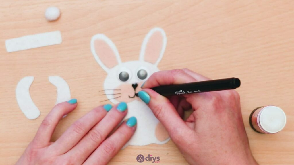 Lollipop holder felt bunny step 8