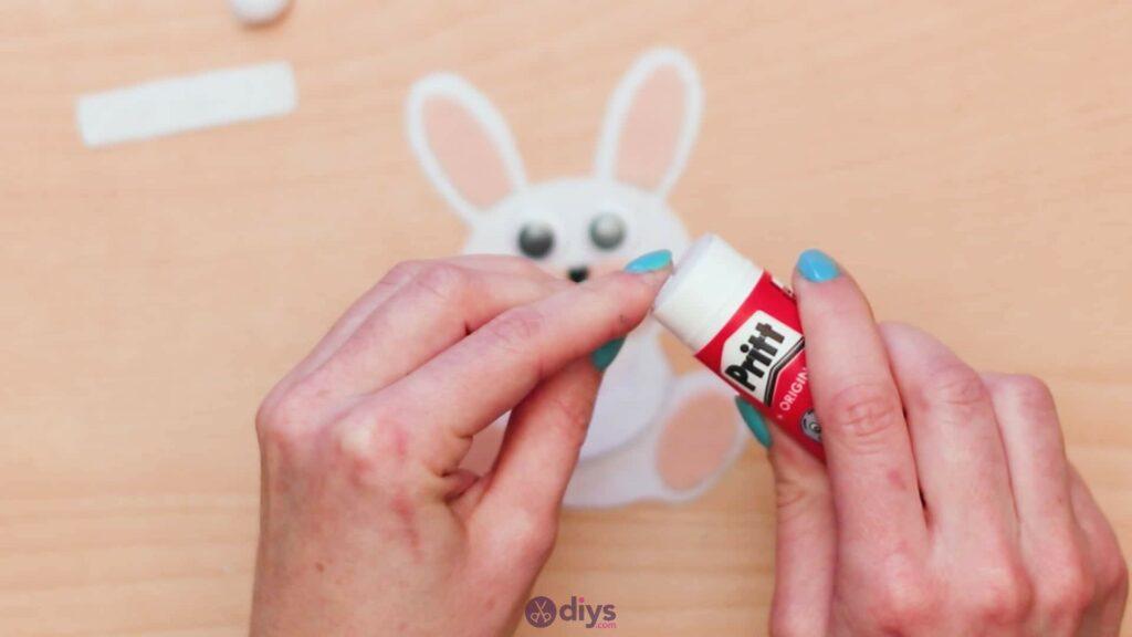 Lollipop holder felt bunny step 9b