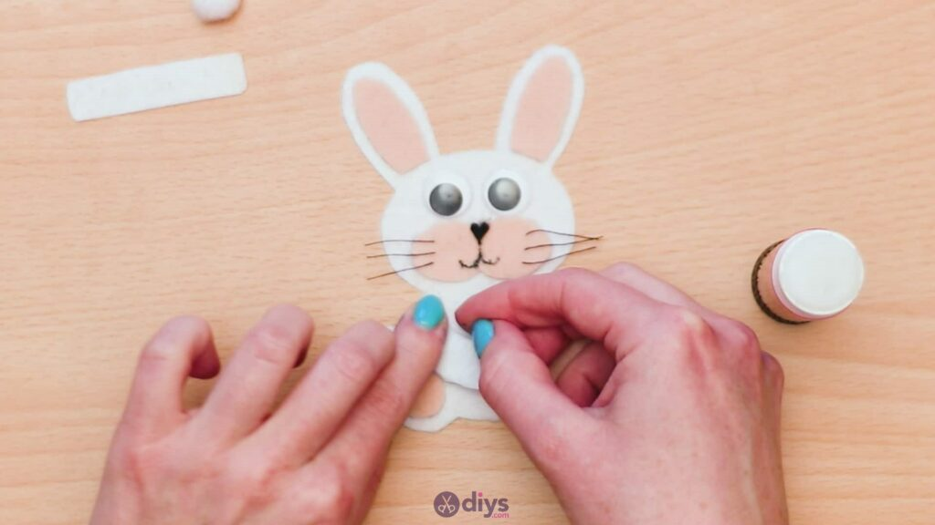 Lollipop holder felt bunny step 9c