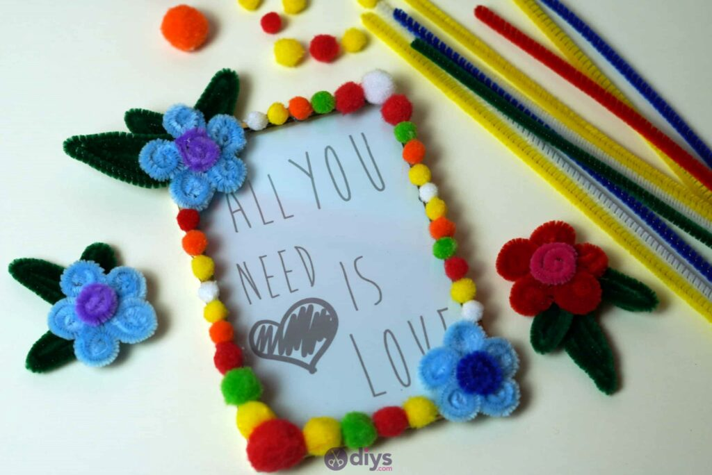 Pipe cleaner photo frame decoration project
