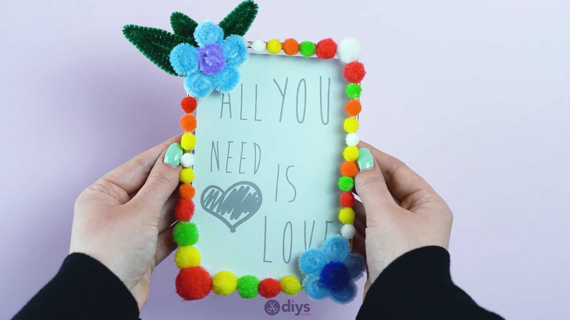 Pipe cleaner photo frame decoration step 11g