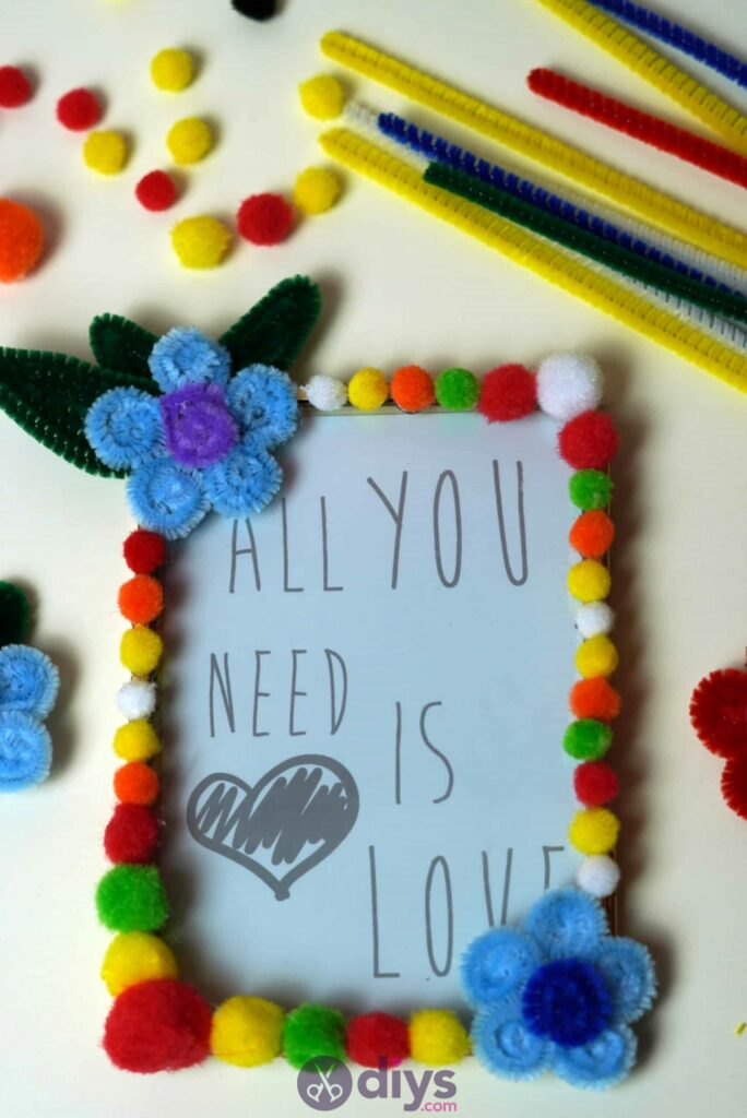 Pipe cleaner photo frame decoration step 11h