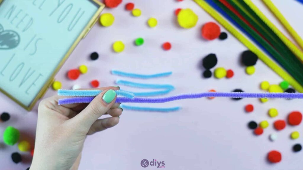Pipe cleaner photo frame decoration step 4a