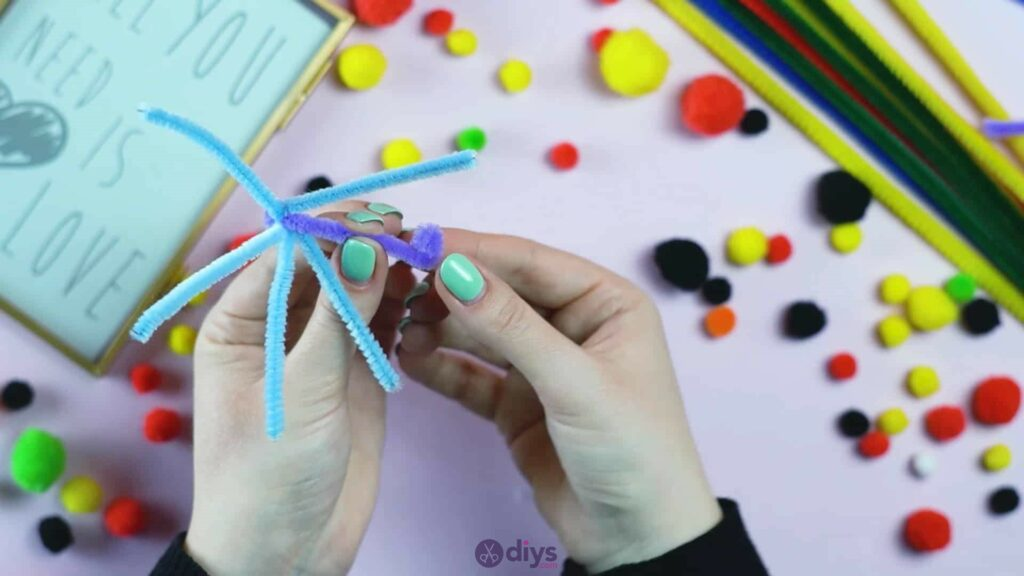 Pipe cleaner photo frame decoration step 6c