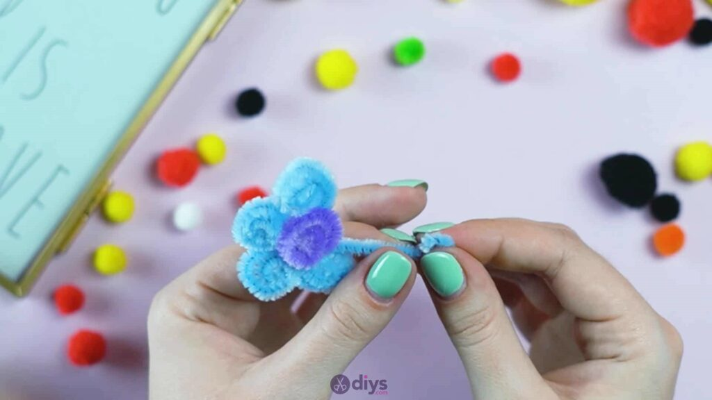 Pipe cleaner photo frame decoration step 6l
