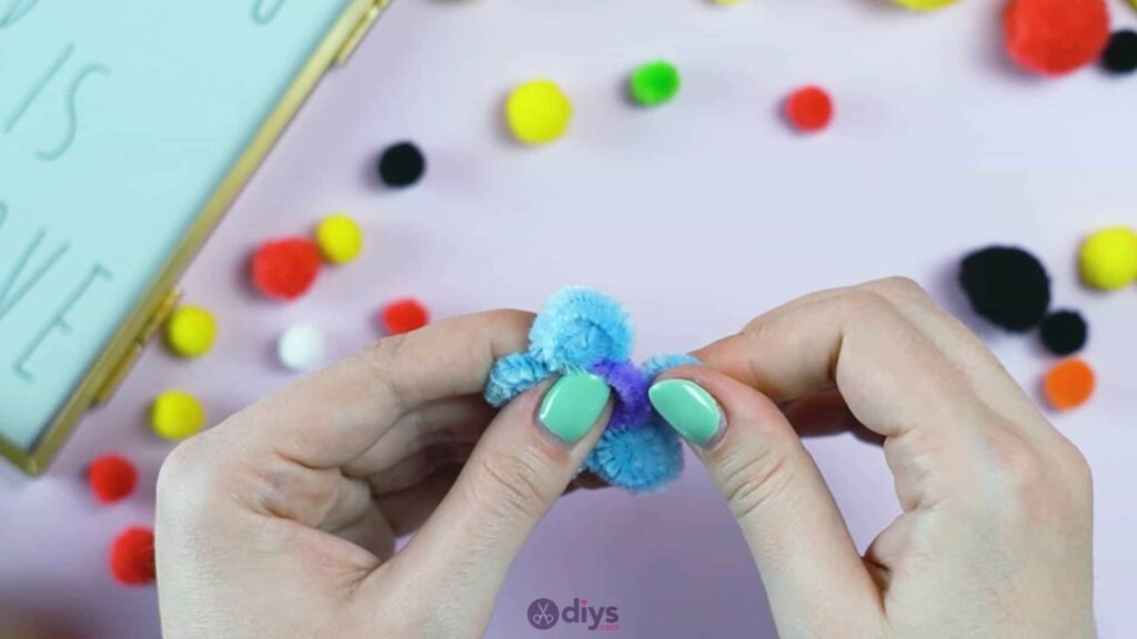 Pipe cleaner photo frame decoration step 6m