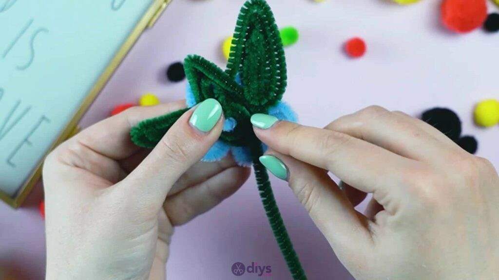 Pipe cleaner photo frame decoration step 8d
