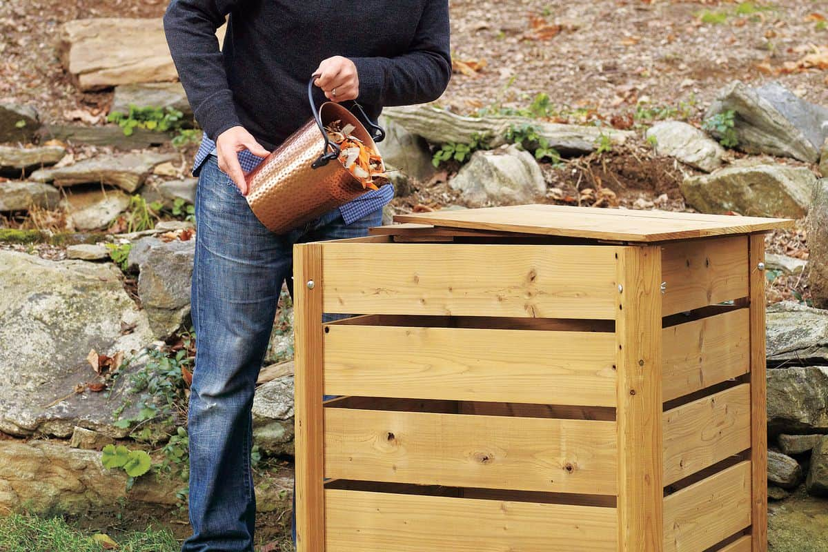 Simple 2x4 compost bin