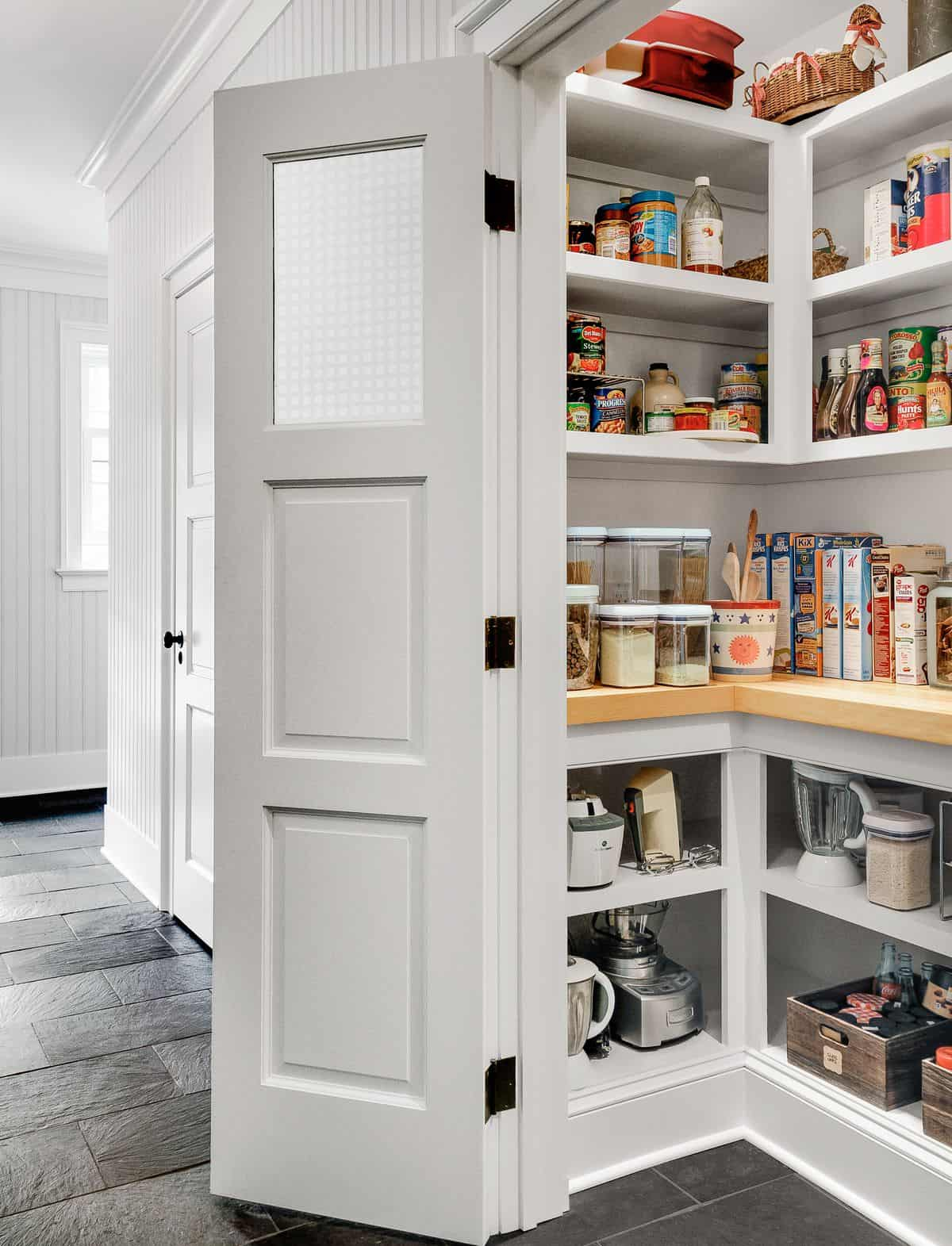 Tips for selecting the right kind of pantry shelving for your space