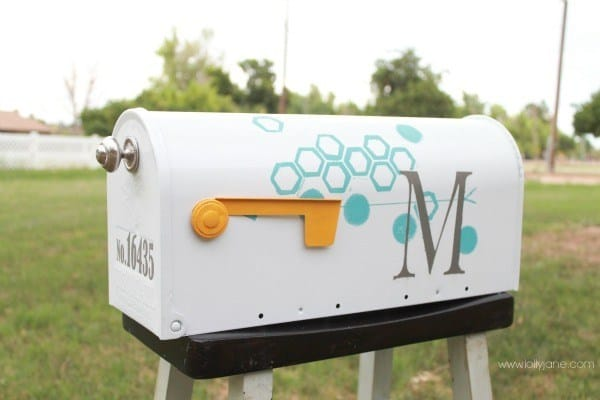 Diy mailbox makeover with paint and tape lollyjane