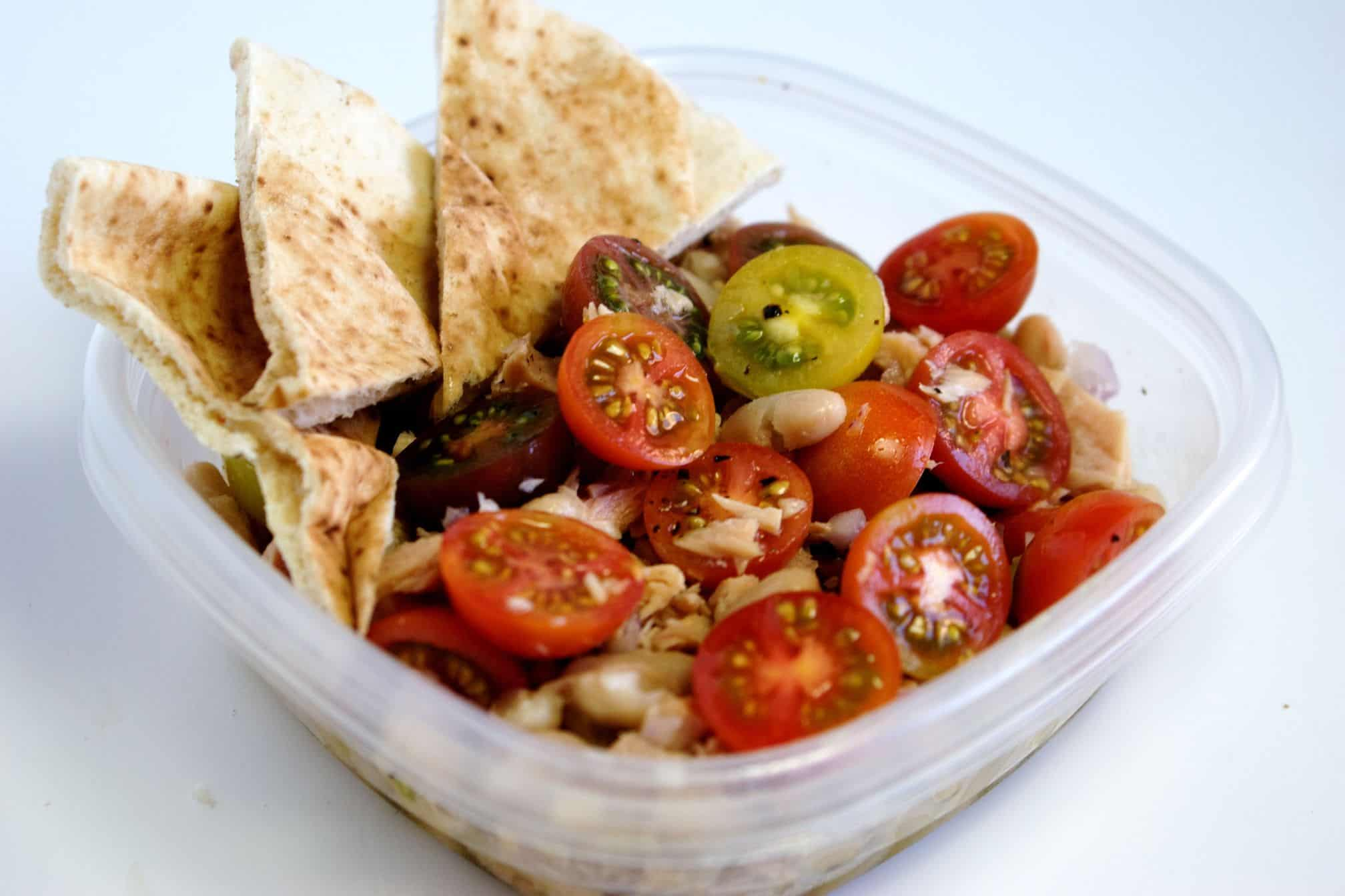 Tuna and white bean salad with tomatoes