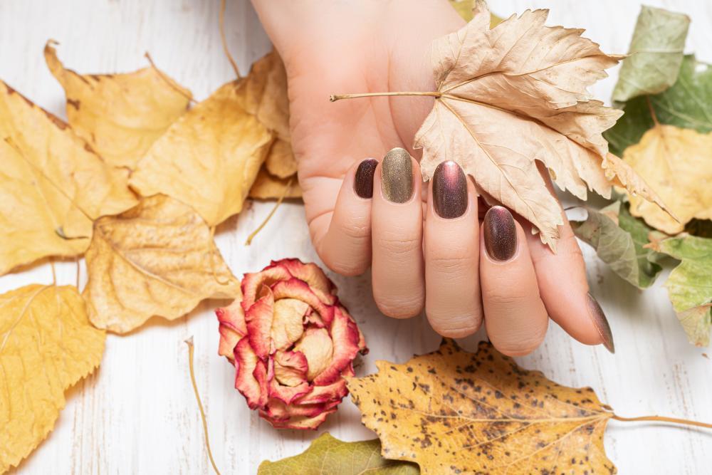 Elegant fall manicure metallic fall
