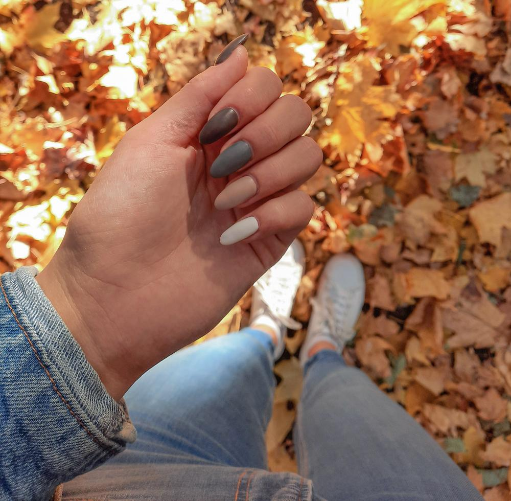 Fall themed nails fall gradient