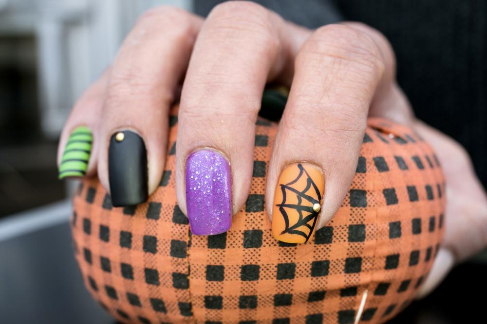 Spider web halloween nail art