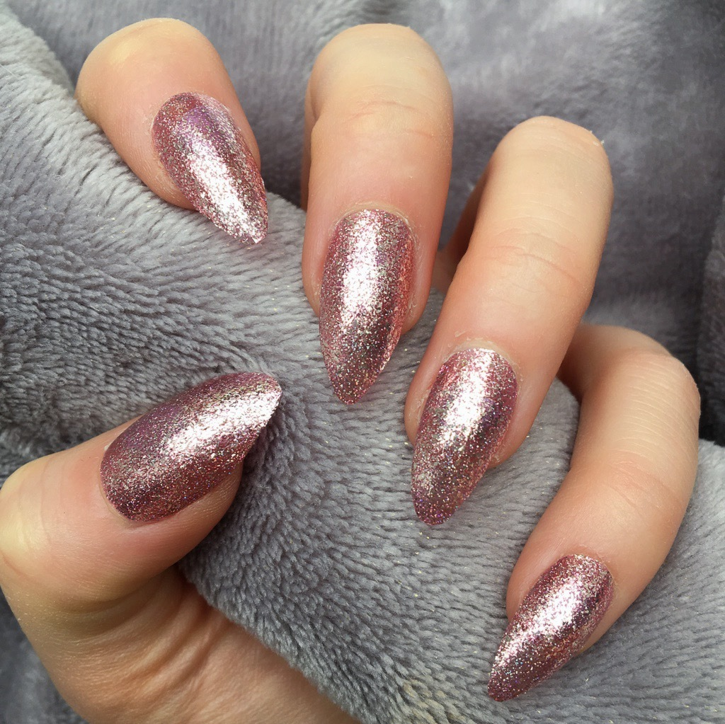Glitter rose gold nails