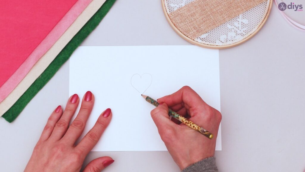 Diy embroidery hoop wall decor tutorial step by step (11)