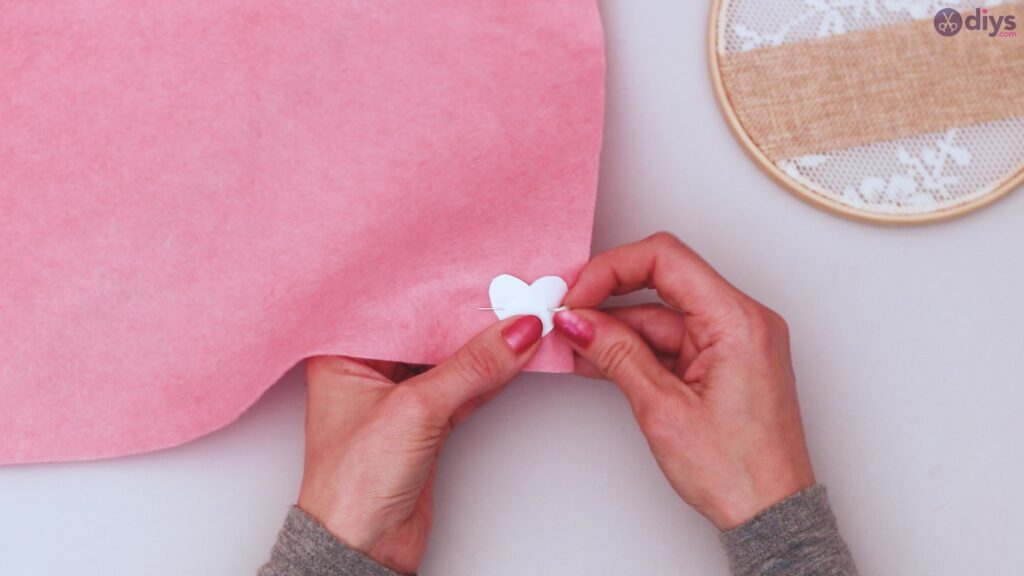 Diy embroidery hoop wall decor tutorial step by step (15)