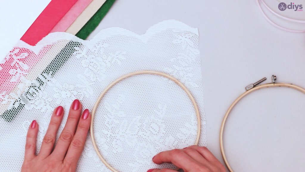 Diy embroidery hoop wall decor tutorial step by step (2)