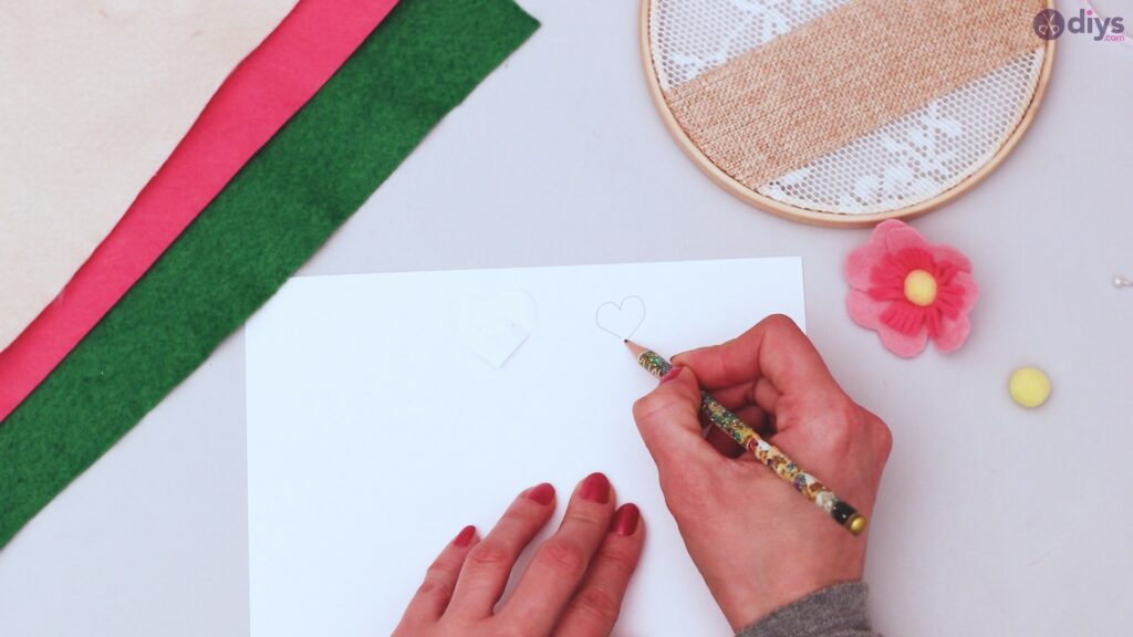 Diy embroidery hoop wall decor tutorial step by step (30)