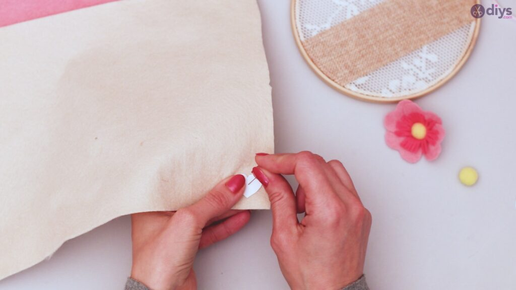 Diy embroidery hoop wall decor tutorial step by step (33)
